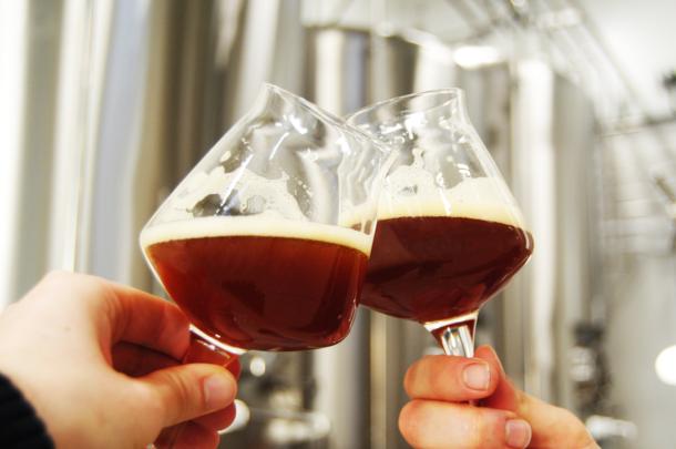 American Pale Ale, nous pouvons admirer la jolie robe de notre FOG YOU Craft beer - Mont Hardi